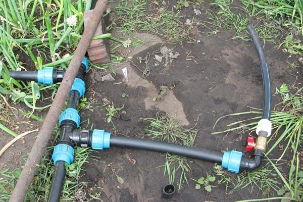Водопровод на даче из полиэтиленовых труб своими руками