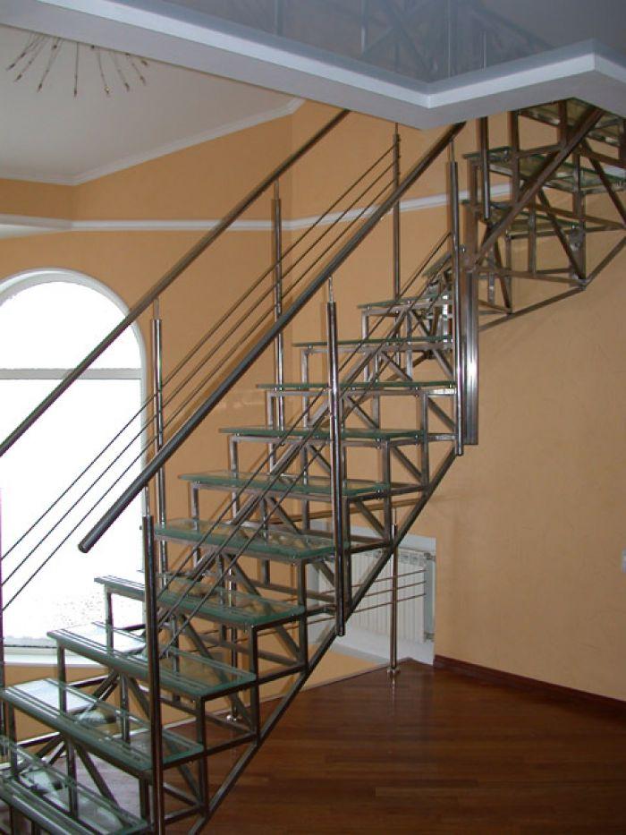 каркас металлической лестницы из профильной трубы