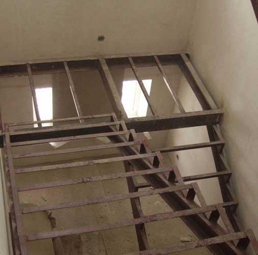 каркас лестницы из профильной трубы